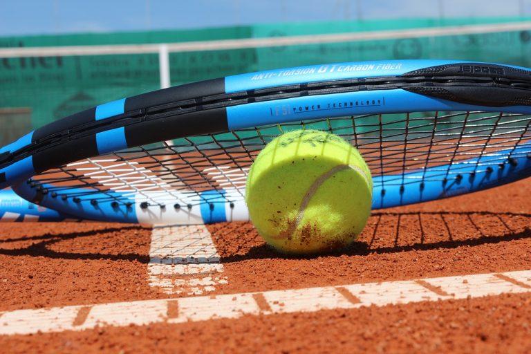 Acesorios tenis. Zapatillas, bolsas, raquetas y ropa de tenis..