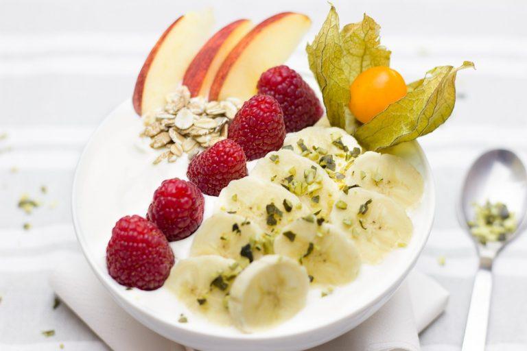 El plátano y la fruta en general son ricos en potasio. Los cereales aportan potasio.