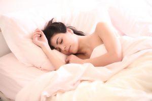 Es necesario dormir entre 6 y 10 horas para obtener un descanso pleno.