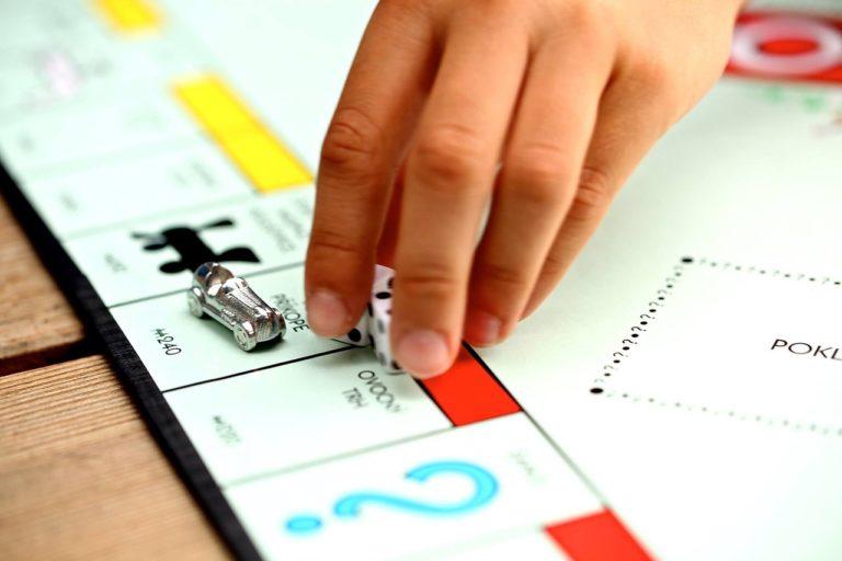 Jugar a Monopoly o Scrabble online