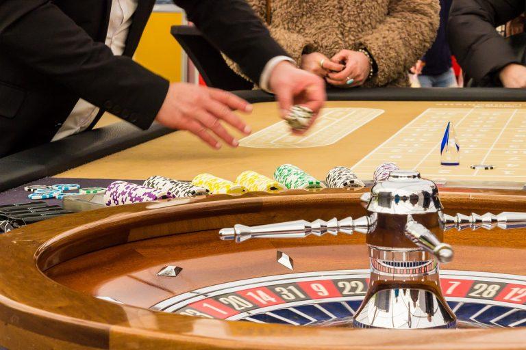 Juegos online de casino, ruleta, poker, dados y cartas.