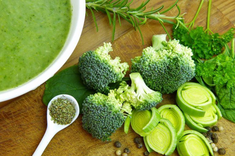 verduras son fuente de vitaminas y fibra. Brócoli.