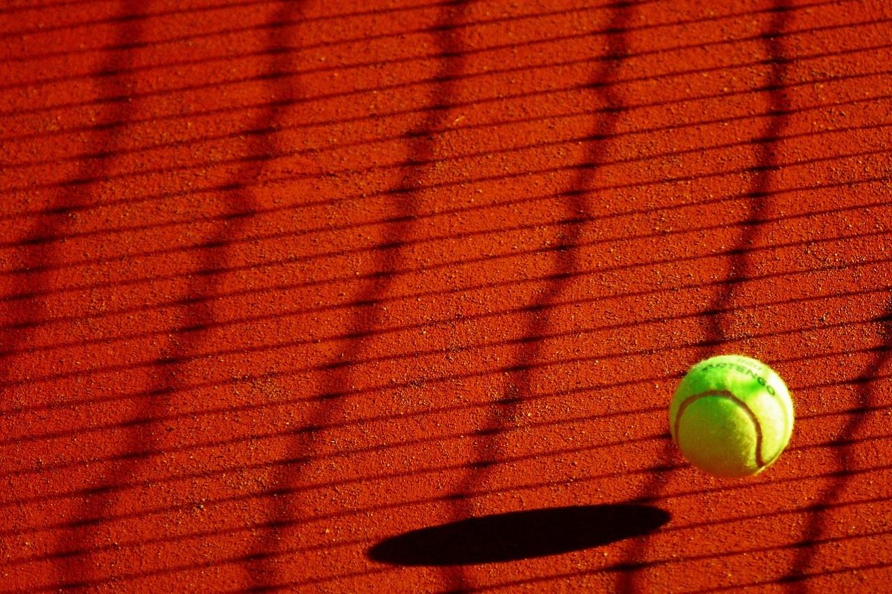 Ocio afición hobbies y entretenimiento. El tenis es un deporte cardiovascular perfecto y es ideal fortalecer piernas y brazos.